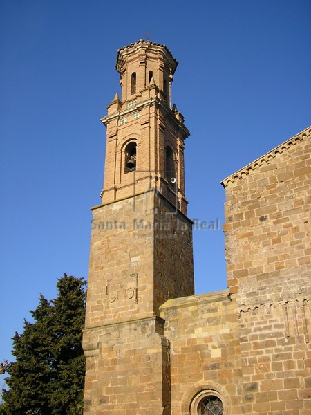 Torre de la fachada occidental